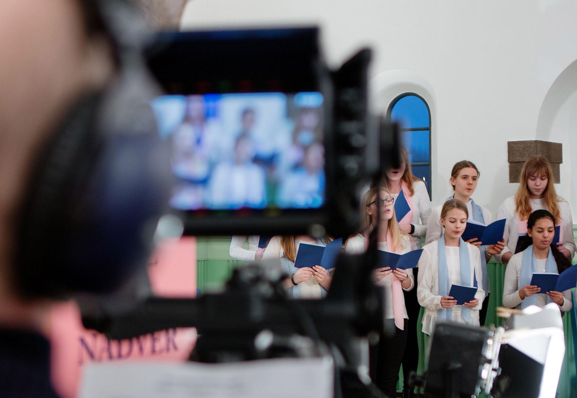 Tv-gudstjenest-1882x1301-Foto-Henrik-Lundahl-Revshøi
